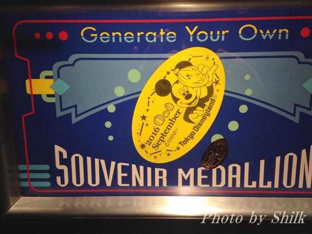 ディズニーハロウィーンスーベニアメダル