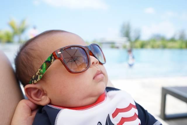 赤ちゃんとプールのイメージ