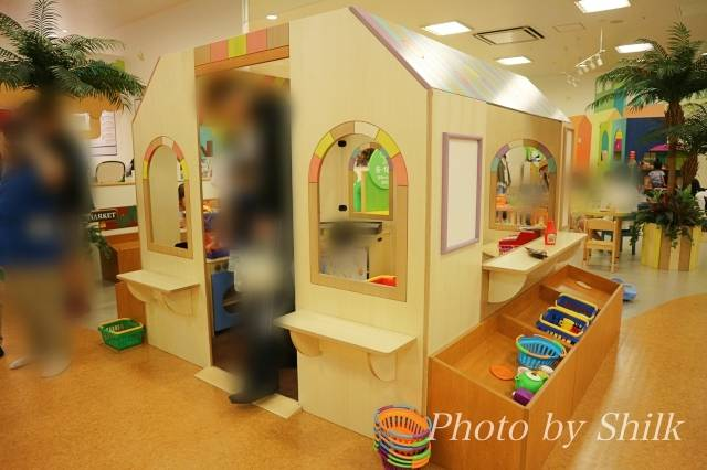 リニューアルしたキドキドテラスモール湘南店おままごとエリアのお家の写真