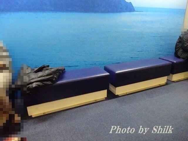 新江ノ島水族館・館内のベンチ