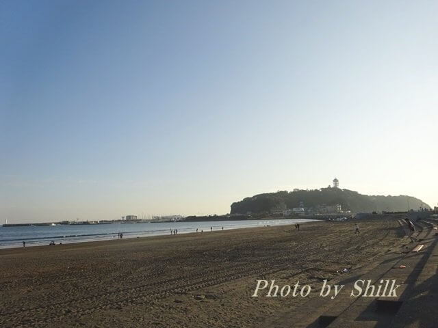 江ノ島が見える海岸