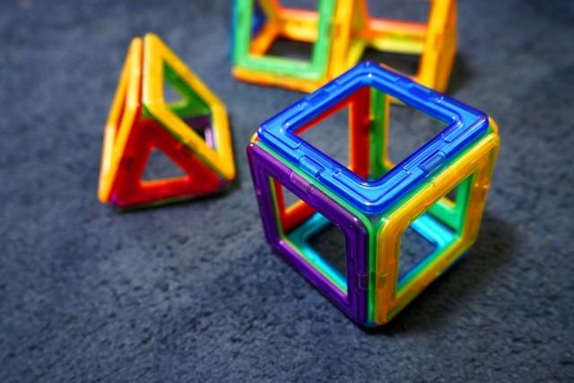 知育玩具マグフォーマー写真