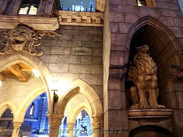 tdl美女と野獣のお城の入り口の写真